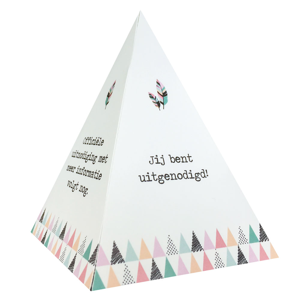 Tipi save-the-date kaart met veertjes